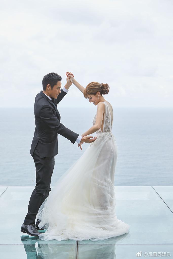 郑嘉颖陈凯琳举行婚礼 女方婚纱照小腹凸起明显