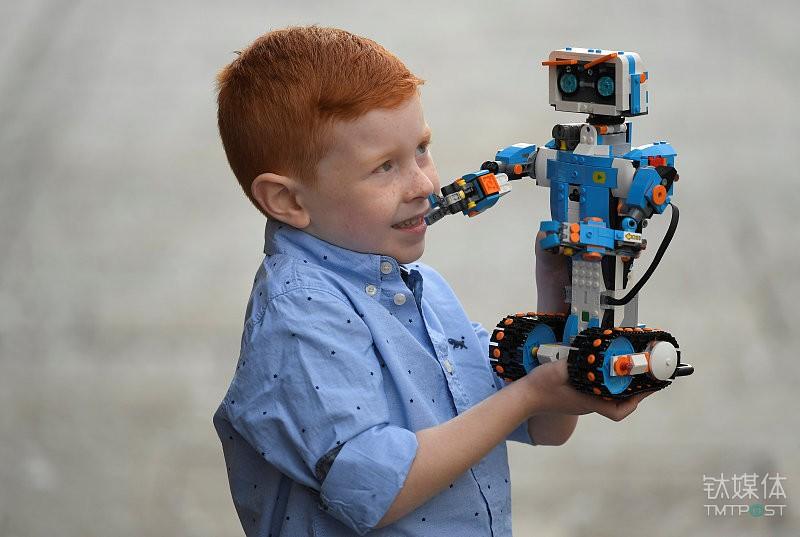 乐高推出了编程积木机器人Lego Boost系列;2月推出网络社交平台Lego Life-新闻头条5dainban