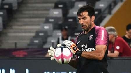 40岁6个月!布冯成为法甲历史上最年长的巴黎球员