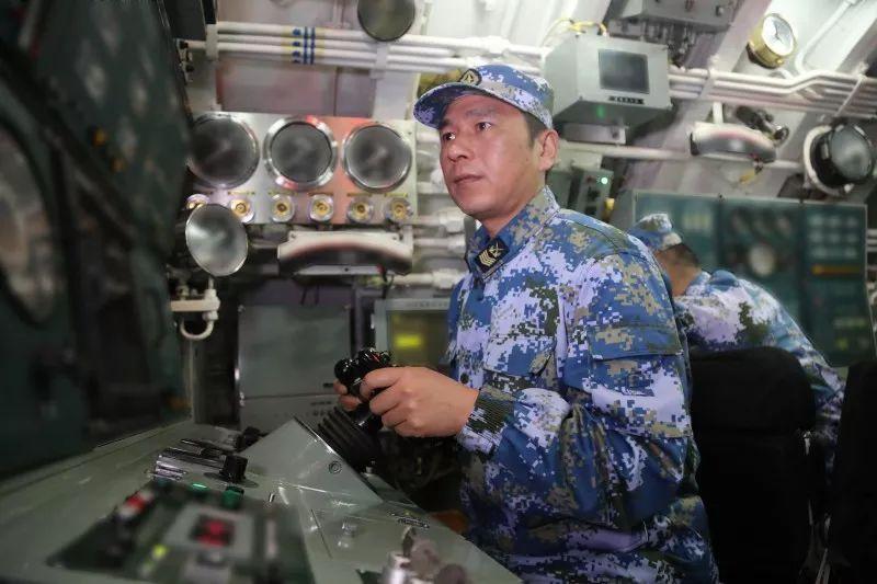 他驾驶潜艇安全航行20万海里 发现重大隐患数十起
