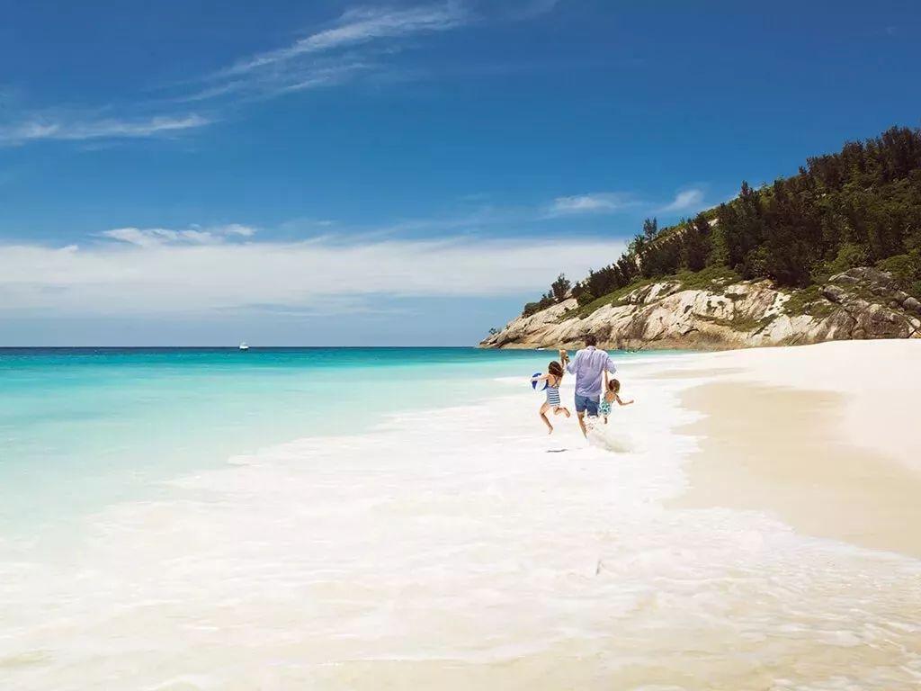 迪丽热巴生日在这过!这个包揽世界前三海滩的小国要火!