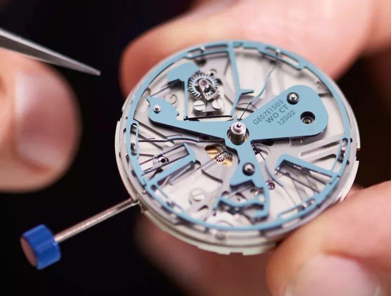 坑人?手表摔了一下维修费几千?
