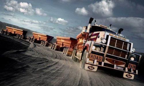 行驶在公路上的列车:1474米长的卡车你见过没