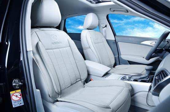 你发现没?很多老司机都只开一侧的窗户?