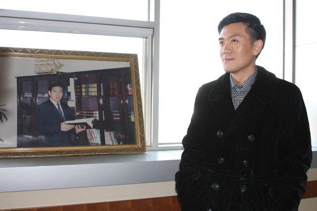 黄圣依丈夫公司业绩减三成,家族疯狂套现24亿,股价惨跌86%