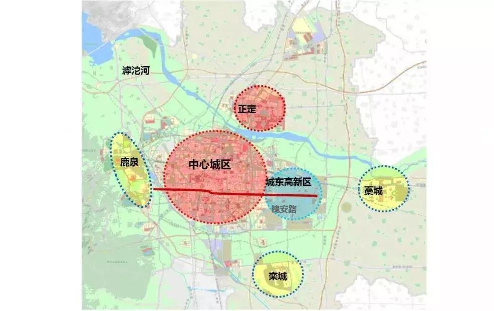 """一河两岸三组团城市规划。来源:长城新媒体微信。   市交通运输局有关人员介绍,石家庄市规划都市区的"""" 一河两岸三组团"""" 空间布局目前已初步形成,鹿泉、中心城区南部、城东开发区组成城市南部横向发展轴,未来交通需求将快速增加;城东开发区将作为未来城市建设、经济增长的热点。   石家庄新版综合交通规划提出"""" 公交优胜、慢行优质"""" 发展战略,目标构建特大城市""""轨道交通+ 中运量系统""""为骨干的大、中运量快速公共客运系统。   目前,石家庄市轨道交通1、3号线已建成通车,1号线二期通往正定,3号线二"""