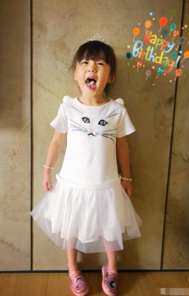 咘咘生日当小公主,贾静雯送一件特殊礼物,咘咘亲自取名太萌了