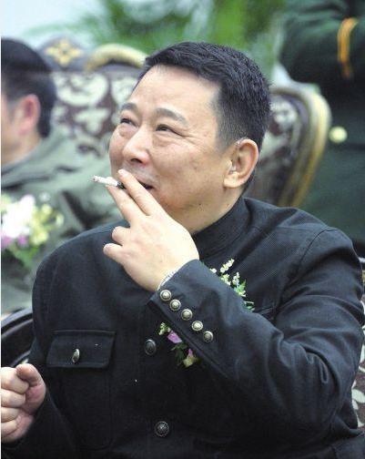 他曾是最牛黑老大,一顿饭花光800万,一天挥霍别墅有哪里湘潭图片