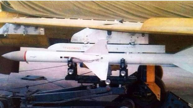美军战机误射导弹掉到越南竹林 解放军捡到宝