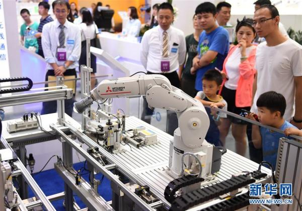 苗圩:中国机器人产业规模年均增速30%,核心技术尚待突破
