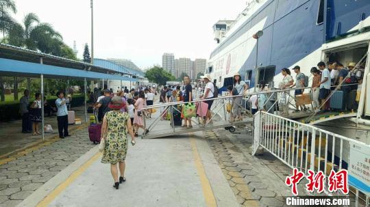 因台风等因素广西涠洲岛滞留近千游客,均已返回北海市区