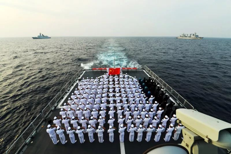 海军第三十批护航编队举行宣誓签名仪式