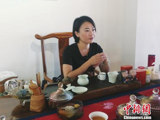 康桂接受记者采访。 陈丽霞 摄