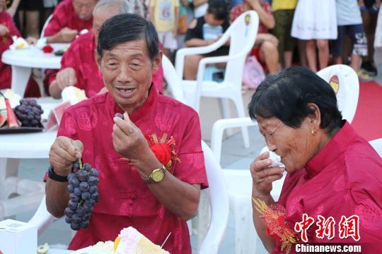 金婚老人们幸福满满。 刘林 摄