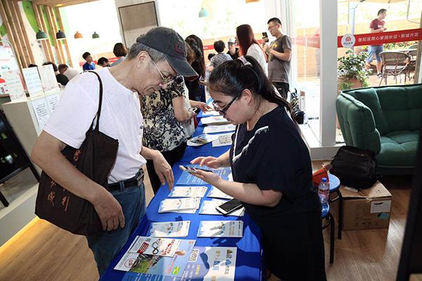"""上海开老人手机使用培训班,65岁老阿姨称""""没手机不方便"""""""