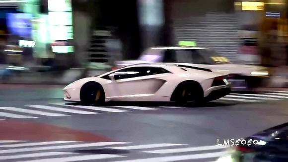 日本涩谷街头真和谐!50年代的老爷车、爆改车、超跑等鱼贯压马路