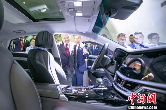 马哈蒂尔到访吉利 见证中马汽车行业深化新能源合作