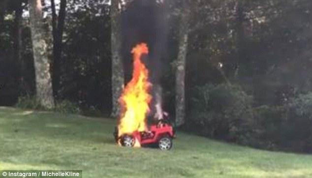 惊险!女子发现异样抱起俩娃 2分钟后玩具车烧成废铁