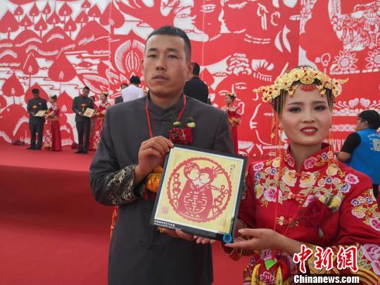 甘肃合水青年人婚事简办 感受传统婚俗收获祝福感动