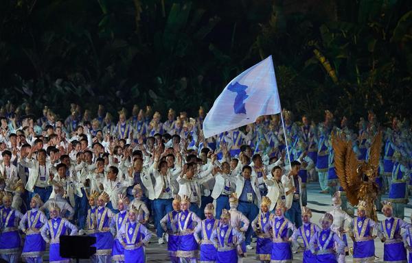 """亚运会开幕式朝韩再度携手,高擎""""朝鲜半岛旗""""共同入场"""
