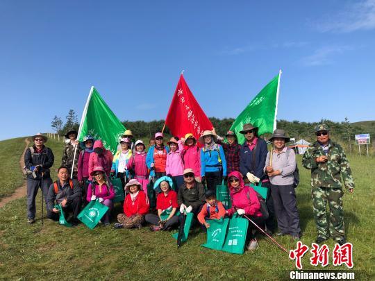 图为来自甘南藏族自治州环境珍惜协会的自愿者。 徐雪 摄