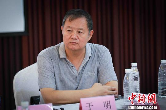 新疆和田玉行业协会会长于明发言。 贺东 摄