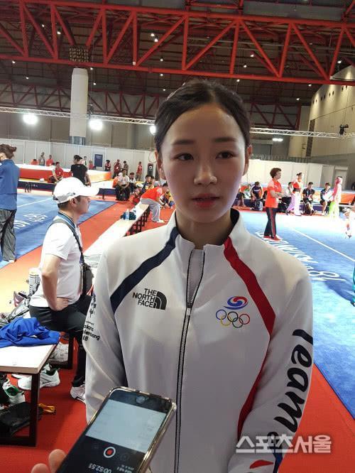 太心疼!韩国清纯女神泪洒亚运赛场 膝盖意外受伤