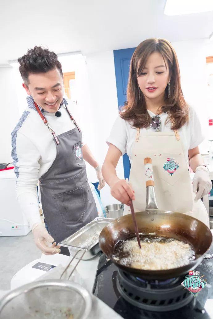 只有中餐厅才能拯救中国胃,王俊凯和赵薇下厨为证!
