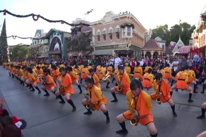 日本女子校园街头吹奏乐队,非常有特点