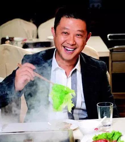 他用4张桌摆摊靠一绝招全球开320家火锅店员工都挖不走_分分彩技