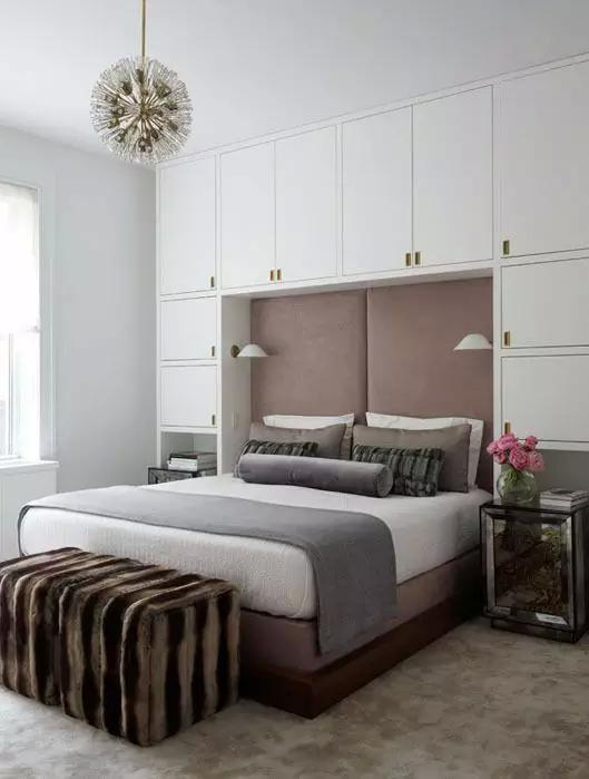 卧室衣柜可以设计在哪些位置?床头,床尾还是其他地方?