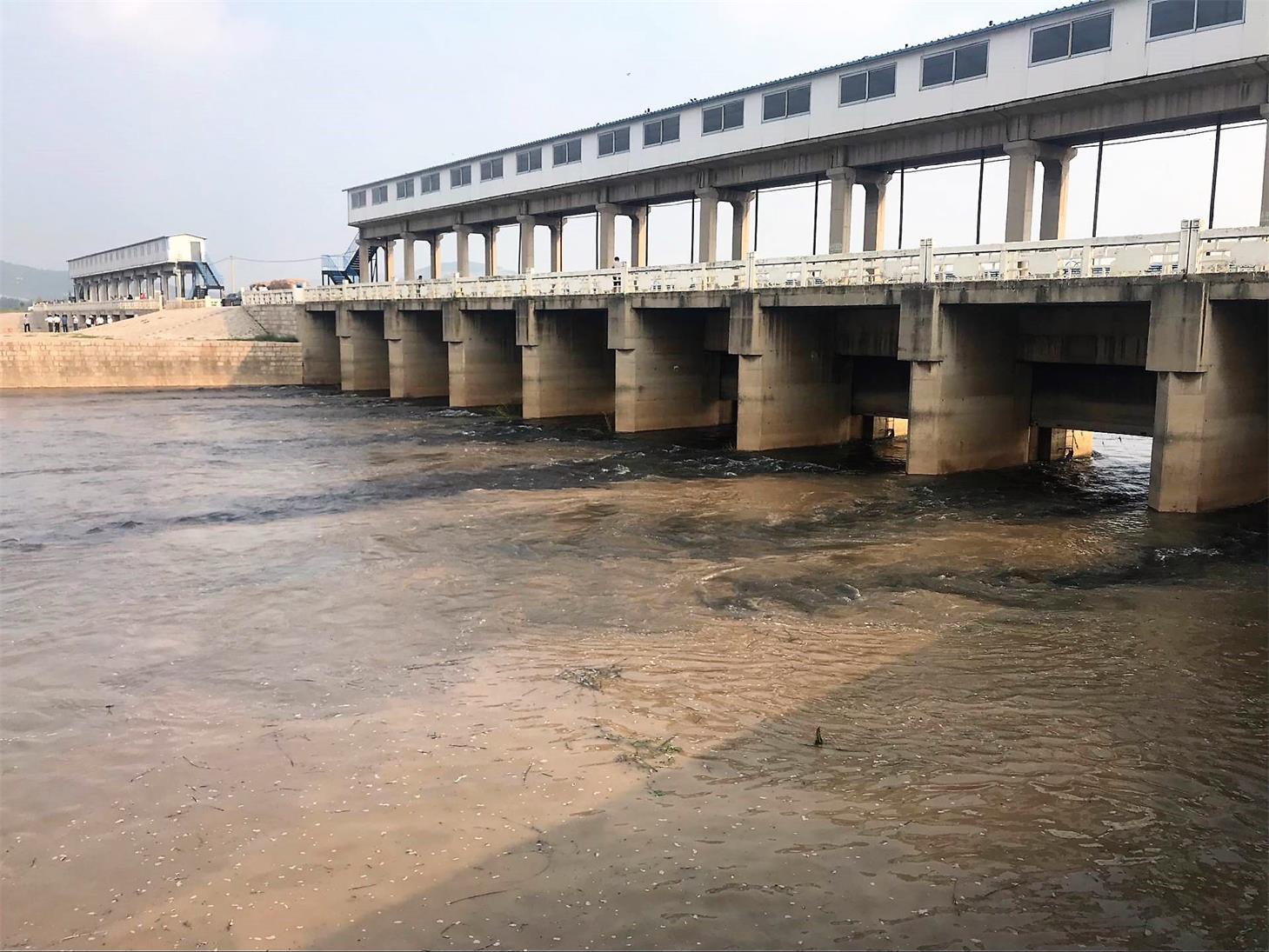 近日降雨影响,水位连日升高,东平湖开闸向黄河泄流