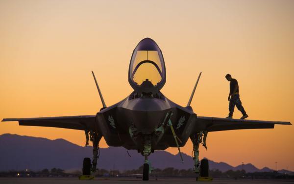F-35最大对手竟不是歼-20 只能拿来欺负弱小