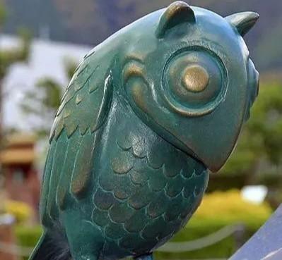 "momo本是一个""姑苏鸟""的雕像,创作者是日本艺术家midori hayashi,"""