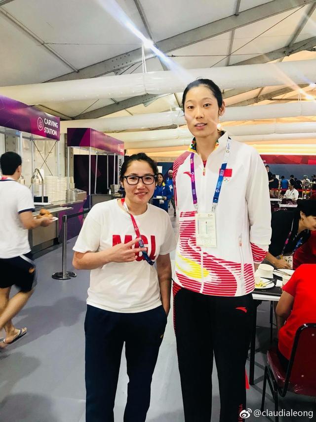 亚运会变粉丝见面会?蒙古女篮教练也追星,与朱婷成功合影乐开花