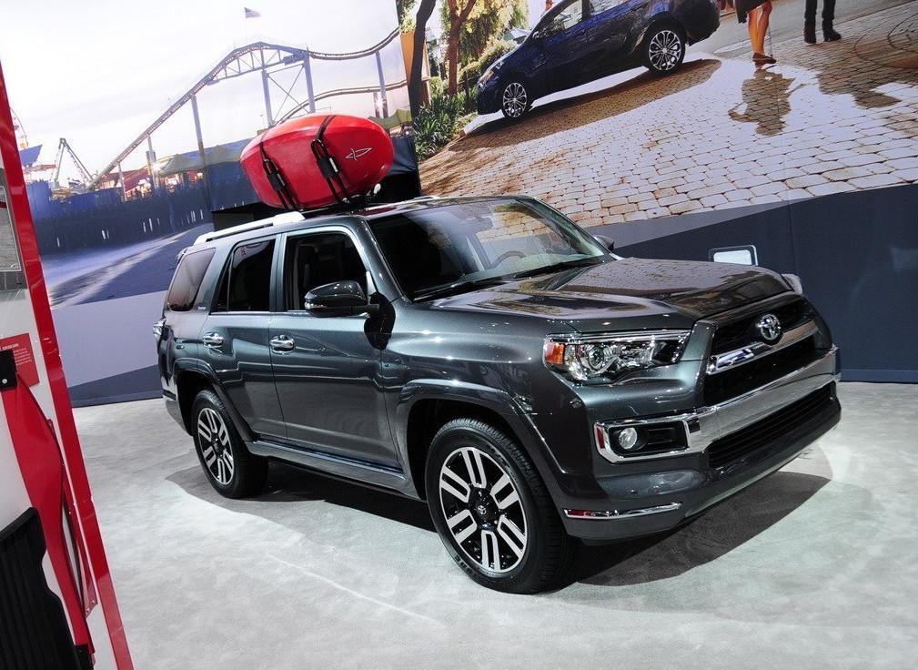 豐田鐵了心要干倒途昂!新SUV比普拉多還霸氣,4.0T+四驅或30萬