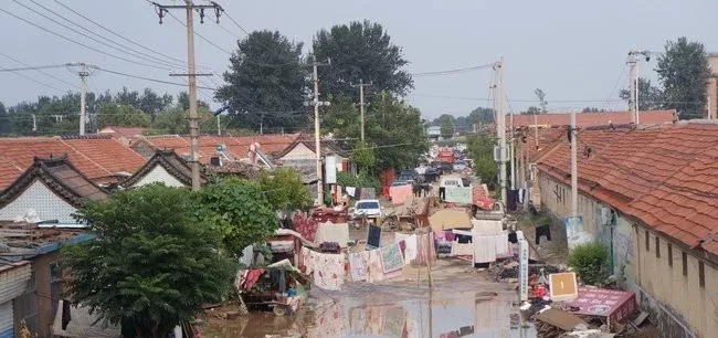 山东寿光洪水仍未退尽 被淹村庄水深处能到腰部