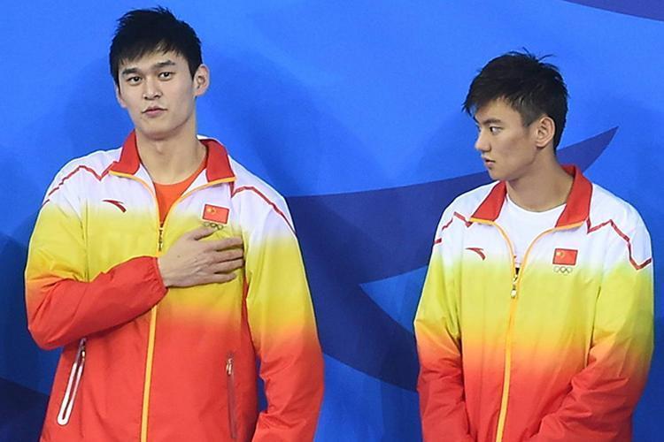 泳坛陈伟霆击败日本强势夺冠 赛后采访却让记者尴尬