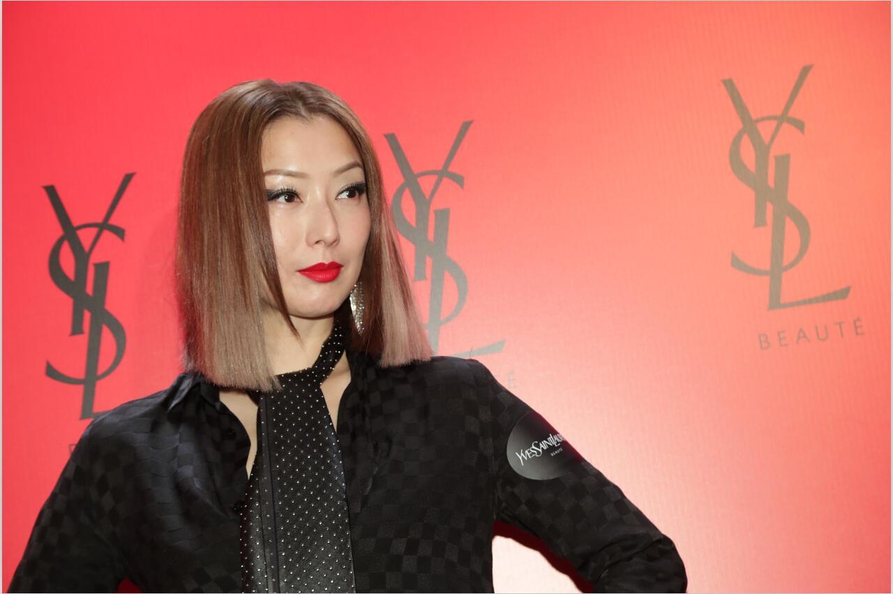 郑秀文参加活动被说造型不正常,网友:穿的吓死人