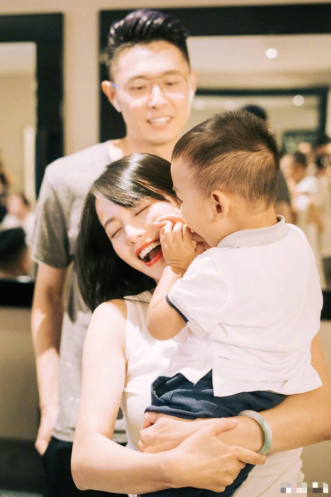 两次抢秦岚的老公,三十一岁的她才是真正的人生赢家!
