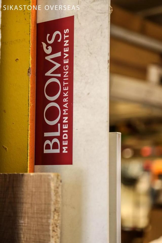 羡慕那些在BLOOM's门口拍合照的人!
