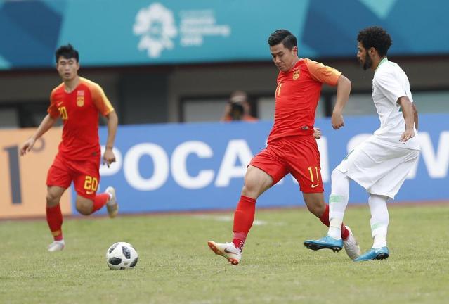中国男足半场丢3球被沙特打花,一到关键时刻就掉链子难改
