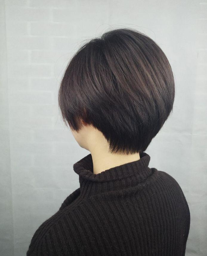 正文   短发bobo头是时尚小姐姐的偏爱,头发的长度在脖子根附近,烫发图片