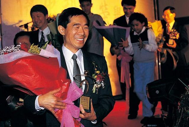 芯片的无冕之王:他有着500个芯片专利,今成中国芯片公司掌门人