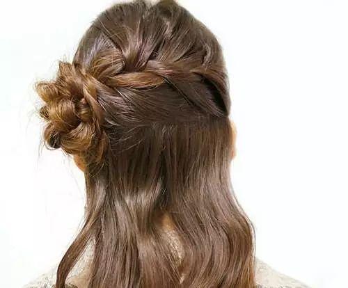 打造妹妹轻松编发公主范,甜美又不失干练!梦见发型头发短一缕图片