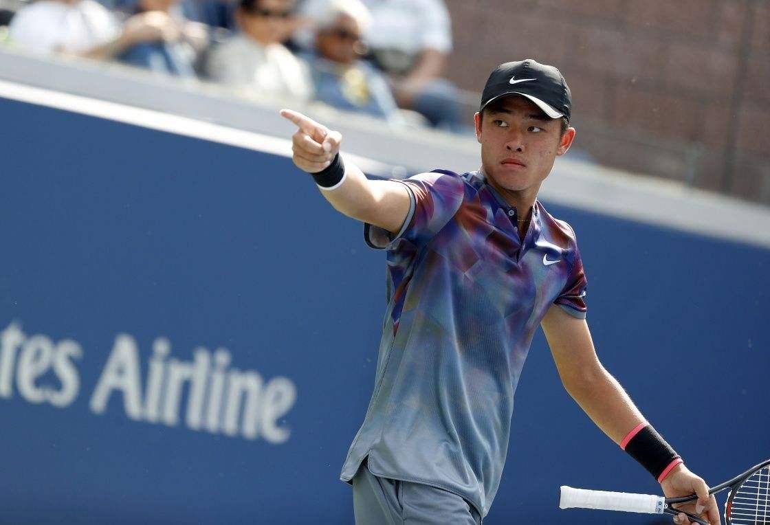 中国网球小将吴易昺惜败夺亚运男单银牌,18岁的他未来可期