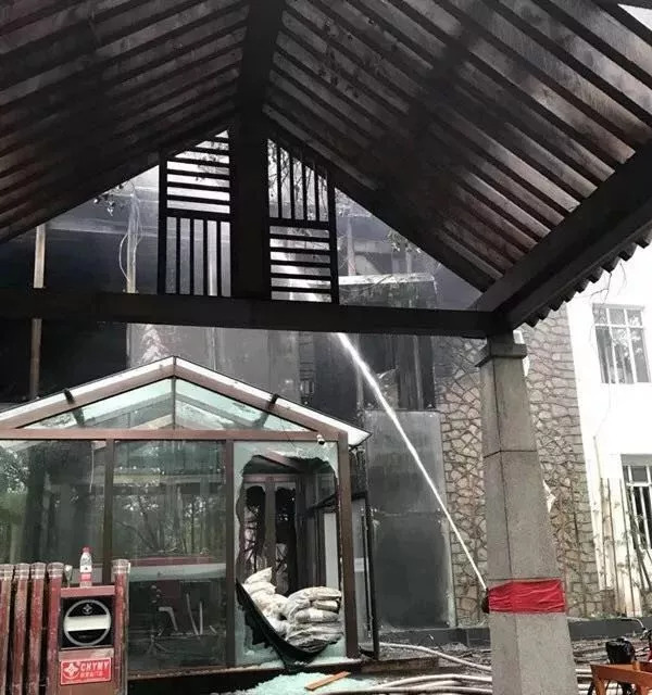 25日凌晨,哈尔滨太阳岛一酒店火灾致18人亡
