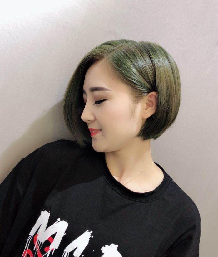 不等式短发是bobo头一款升级短发,保留了bobo头瘦脸,减龄,提气质的原图片