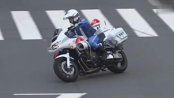 在日本违反交通规则,女骑警追的你无路可逃