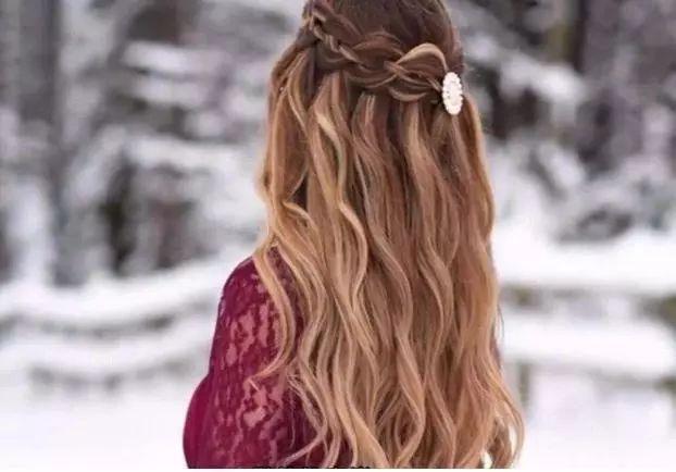 蝎子辫 这些发型扎起来是很好看又甜美的,非常显气质,你是上面其中一